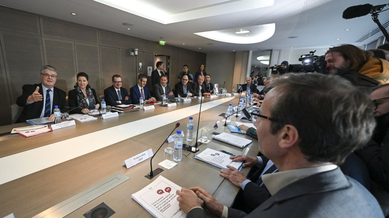 Jean Paul Delevoye, haut-commissaire aux Retraites, et Agnès Buzyn, ministre de la Santé, ont reçu ce lundi les partenaires sociaux pour évoquer la réforme des retraites.