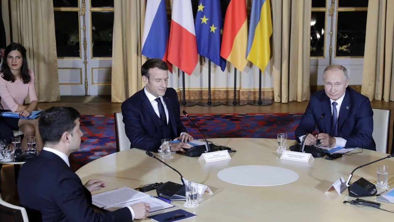 Aucune poignée de mains publique n'a été échangée entre les deux dirigeants ukrainien et russe, qui ont même évité de se regarder.