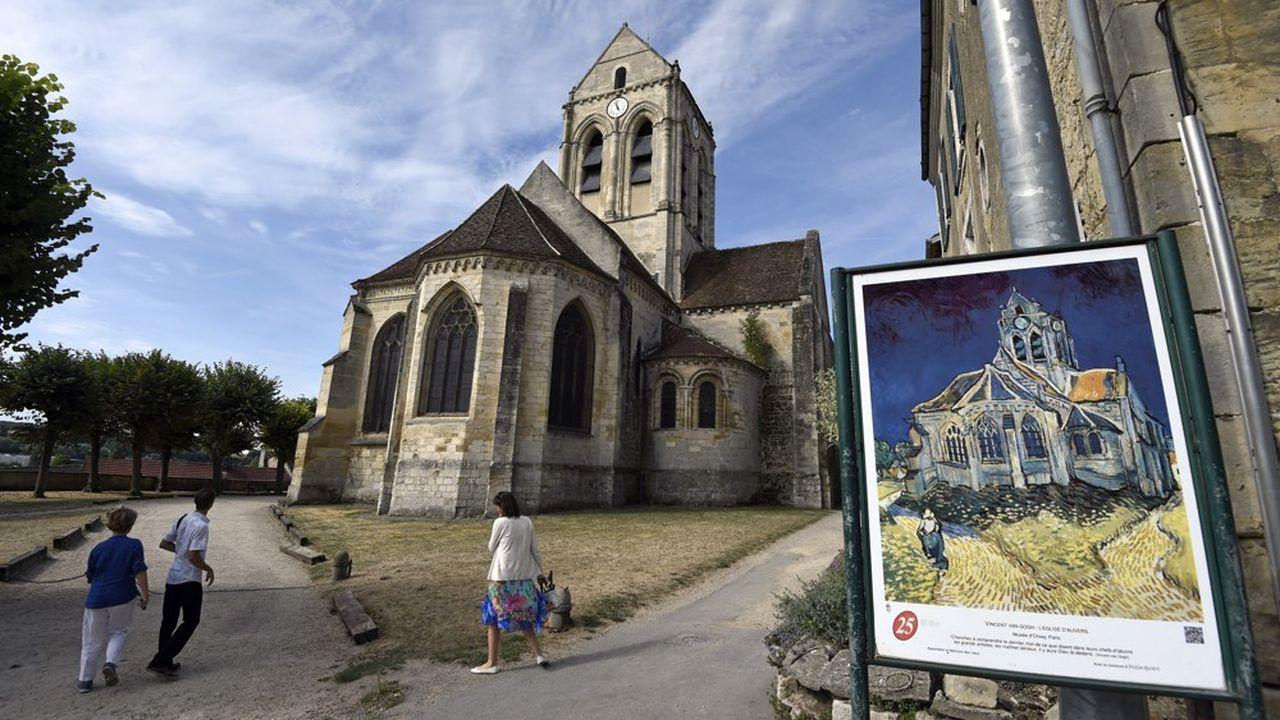 Chère à Van Gogh, qui lui a consacré un de ses plus célèbres tableaux, l'église a connu un malheureux événement avec l'effondrement d'un morceau du mur de soutènement