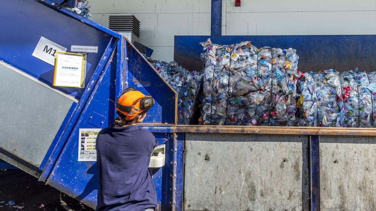 Sur les dix pays européens ayant mis en place une consigne, cinq ont déjà atteint l'objectif de 90% de collecte des bouteilles plastiques fixé par l'Europe pour 2029, tandis que la France n'affiche qu'un taux de 55%.