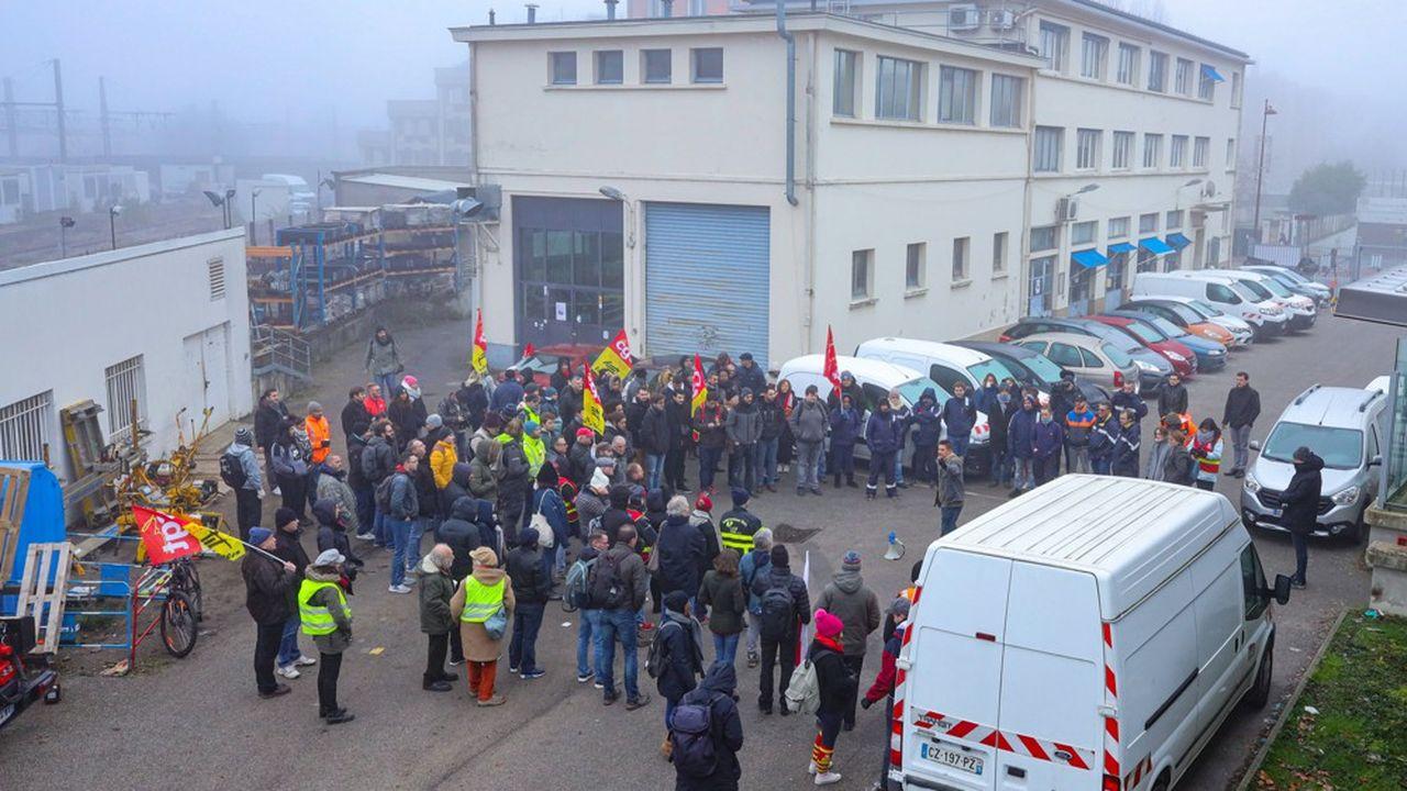 Manifestation du syndicat CGT des cheminots SNCF de Versailles.