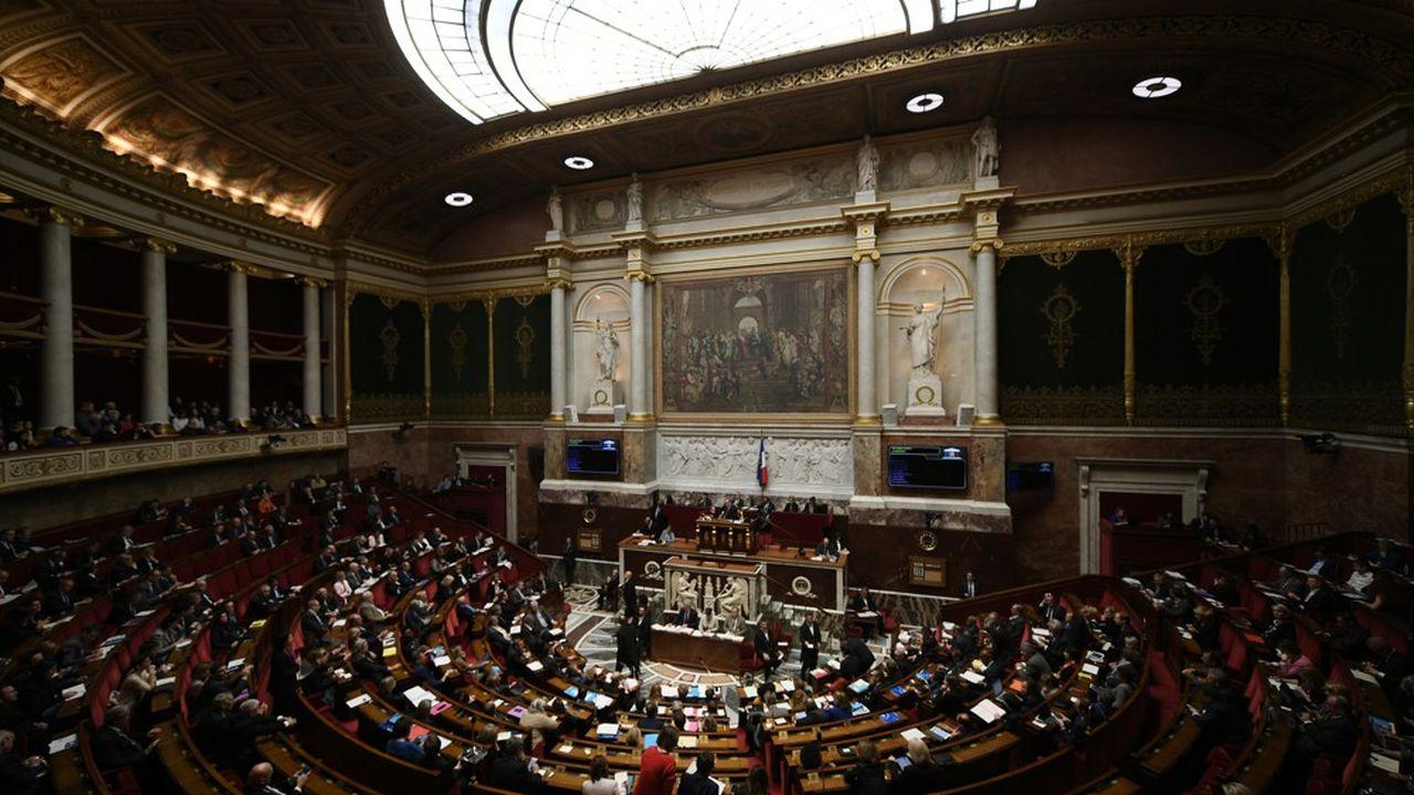 Les députés de la majorité soutiennent une réforme qui figurait au programme d'Emmanuel Macron. Mais la question des mesures paramétriques les empoisonne.