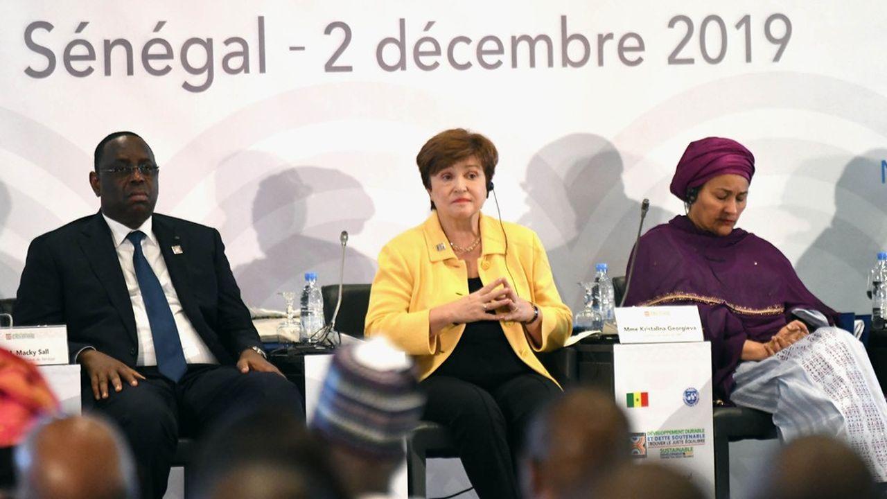Macky Sall (à gauche), le président du Sénégal, Kristalina Georgieva (au centre), la directrice générale du FMI et Amina J. Mohammed (à droite), vice-secrétaire générale des Nations Unies, au sommet de Dakar.