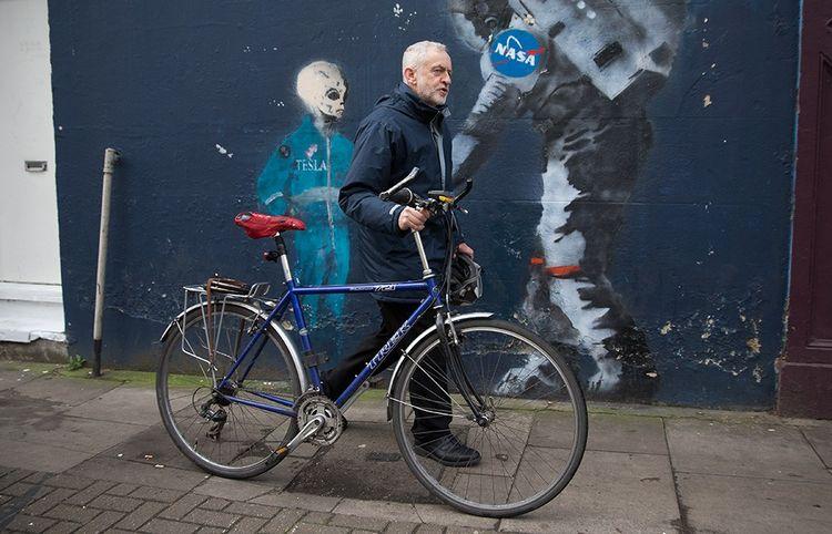 Jeremy Corbyn quittant son domicile du nord de Londres en février2017.
