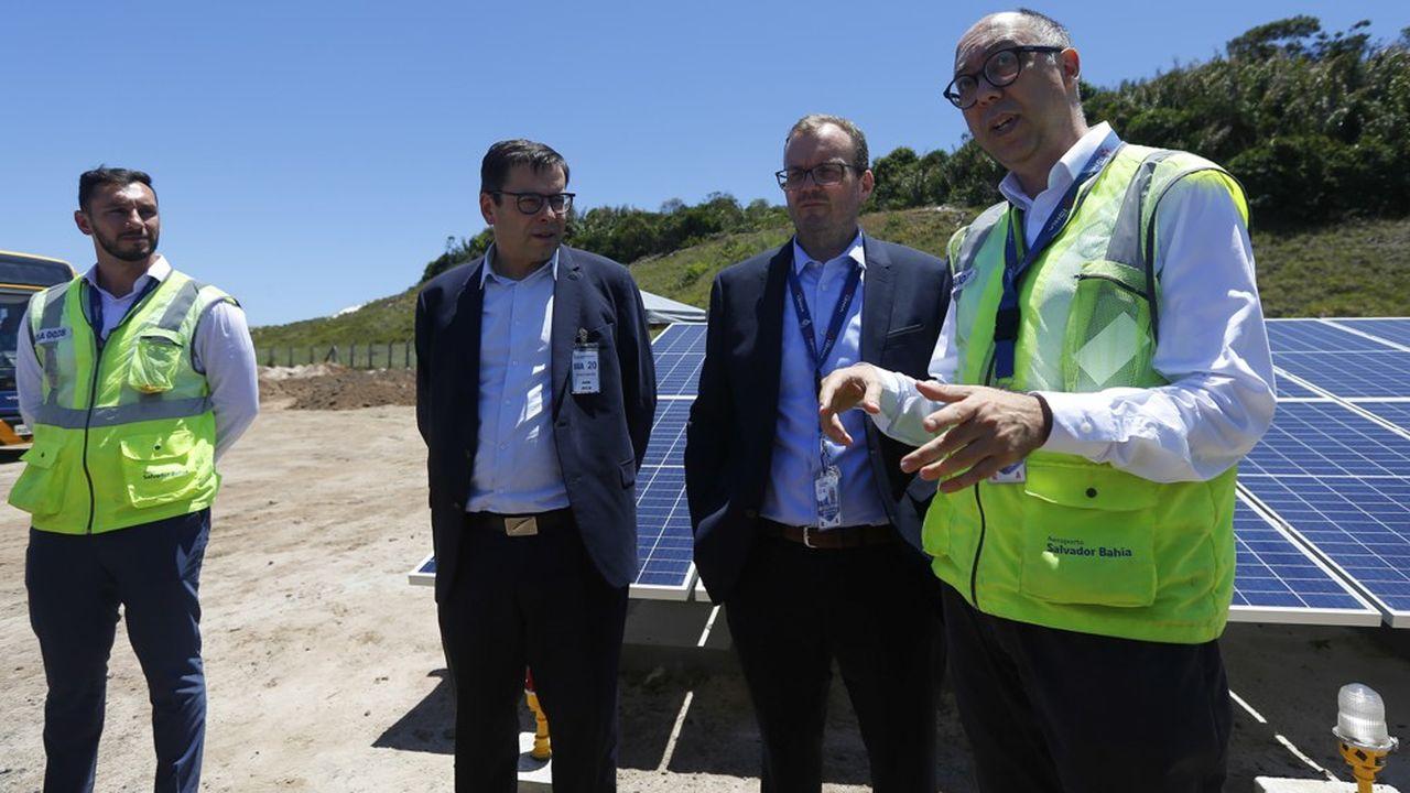 Nicolas Notebaert, le directeur général de Vinci Concessionset président de Vinci Airports (au centre), lors de l'inauguration mercredi à Salvador de Bahia de l'aéroport agrandi et modernisé.