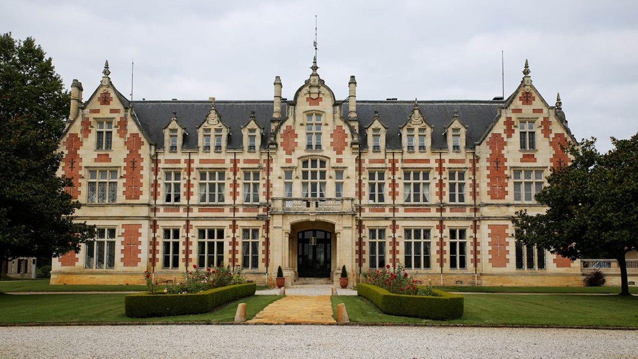 L'imposant château de style Tudor a été construit au XIXesiècle par un peintre animalier fortuné d'origine écossaise.