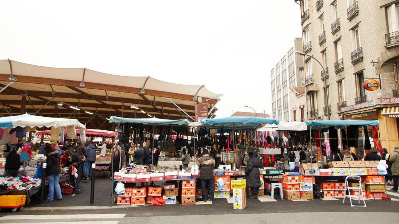 Le petit commerce notamment sur les marchés permet l'insertion de personnes en difficultés.