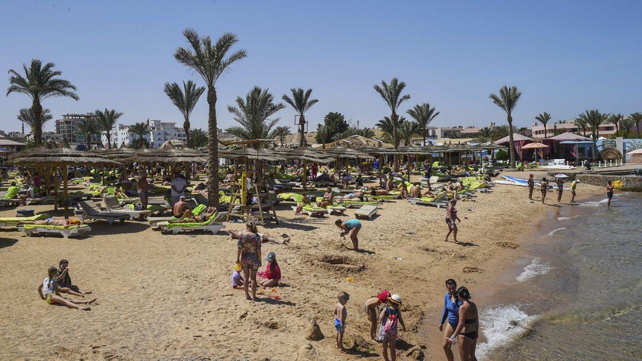 Alors que le marché a été globalement terne, les tour-opérateurs ont profité du retour confirmé de leur clientèle en Afrique du Nord et, plus globalement, dans le monde arabo-musulman. Le trafic a notamment bondi de 97,3% sur l'Egypte (photo: une plage d'Hurghada).