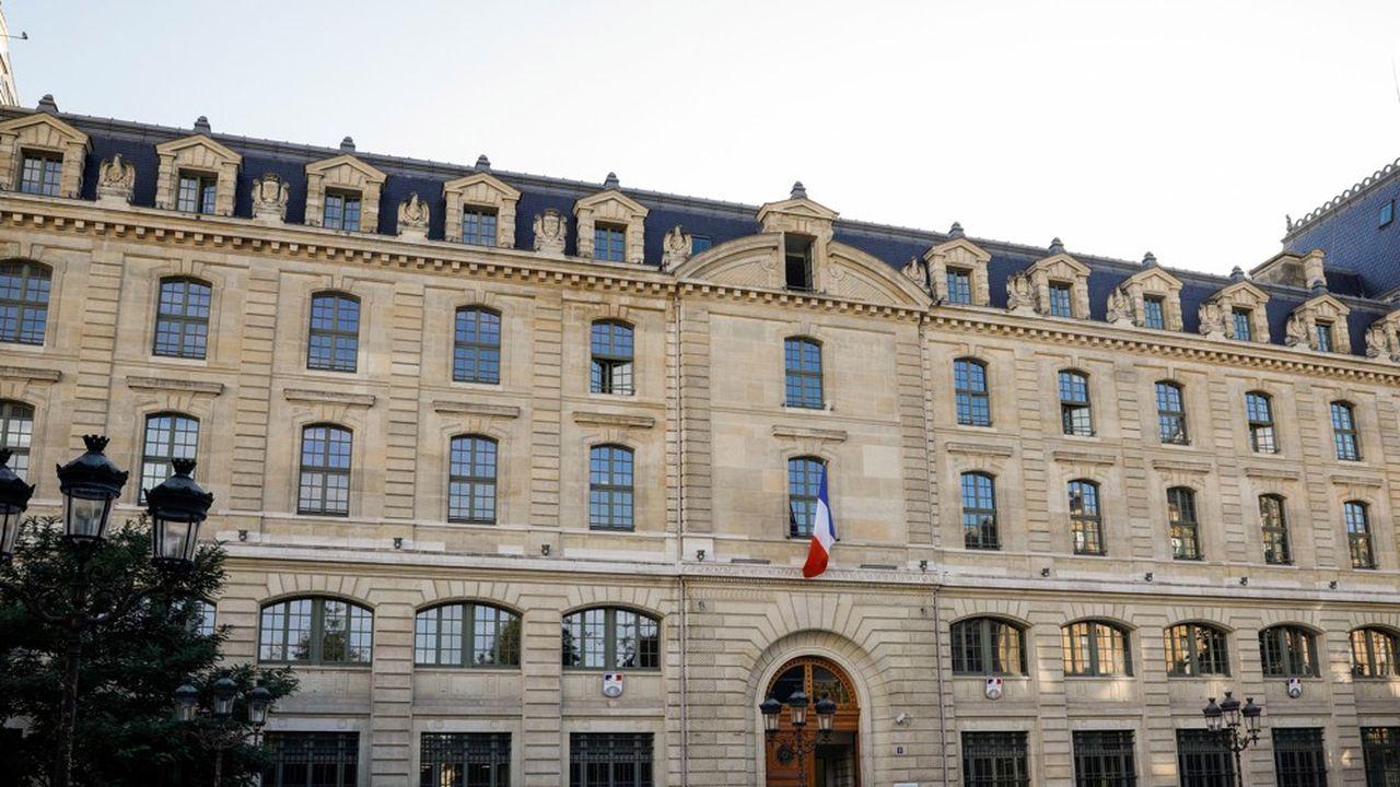 La préfecture de police de Paris emploie 42.000 personnes.