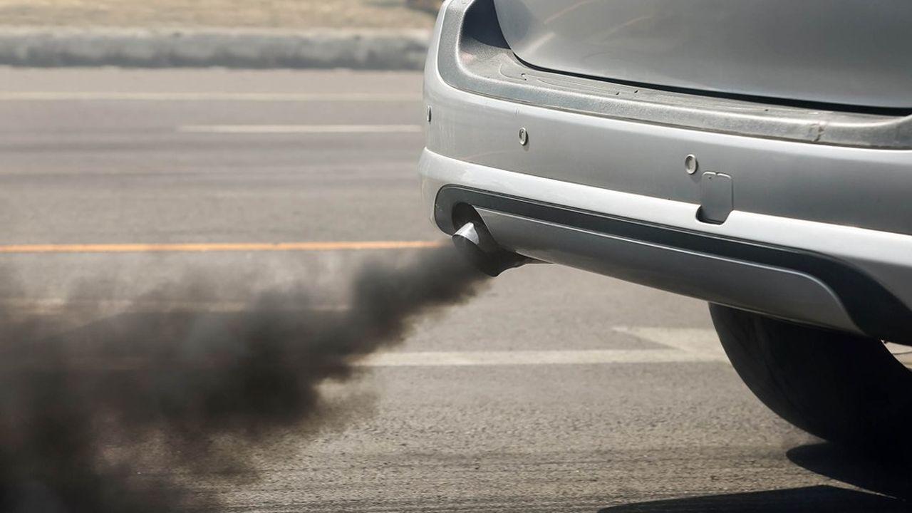 «Je ne vois pas pourquoi le malus automobile serait progressif jusqu'à 172 grammes, et serait ensuite plafonné», a justifié le ministre de l'Economie et des Finances, Bruno Le Maire.
