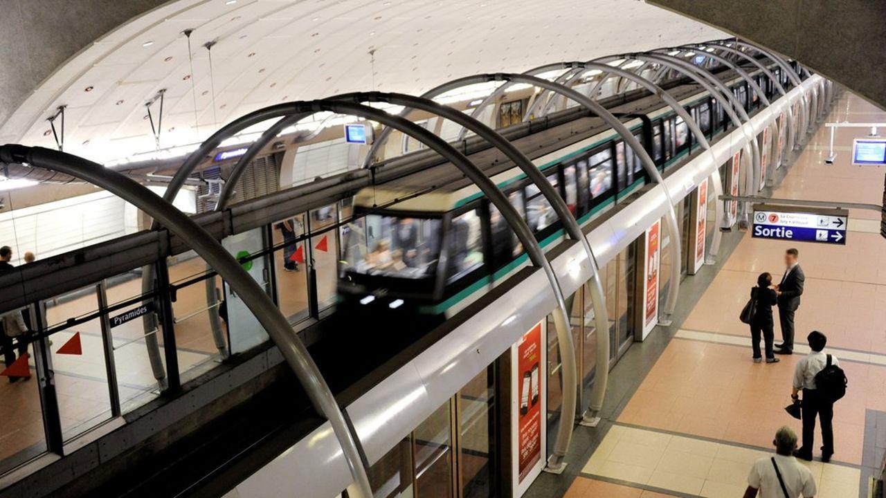 La 14 est avec la 1 l'une des deux lignes de métro roulant sans conducteur à Paris.