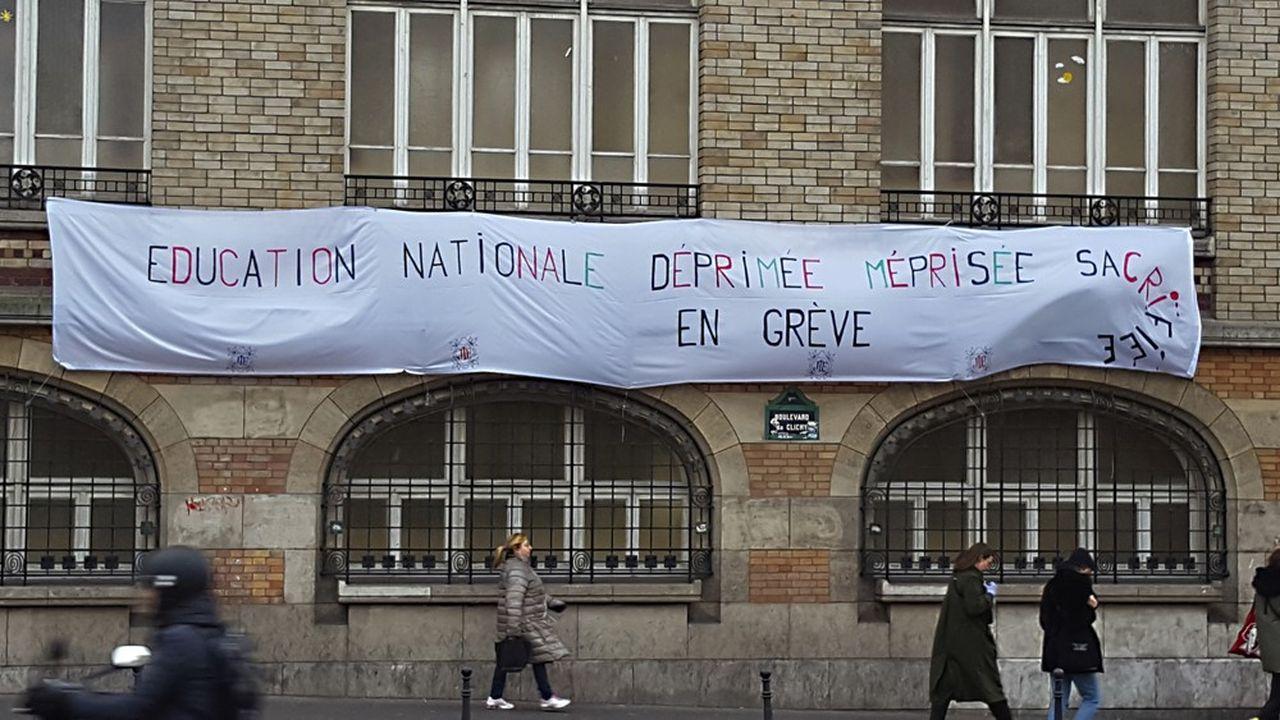 Le principal syndicat du primaire, le SNUipp-FSU, prévoit 50% de grévistes, ce mardi, et le ministère de l'Education, «de 20 à 30%».