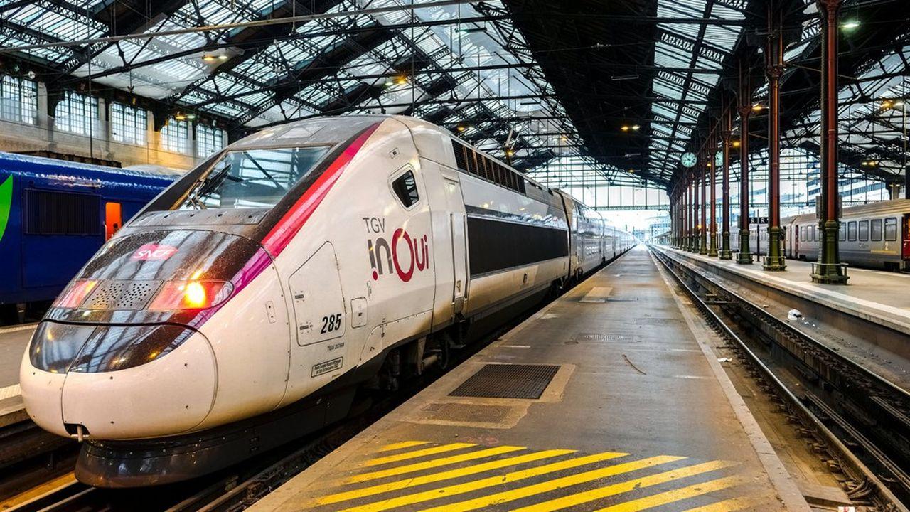 Les rames TGV à deux étages, couplées deux par deux, permettent d'acheminer beaucoup de voyageurs avec un seul conducteur à bord.