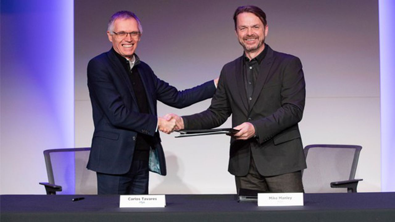 Carlos Tavares, président du directoire de PSA et Mike Manley, CEO de FCA.