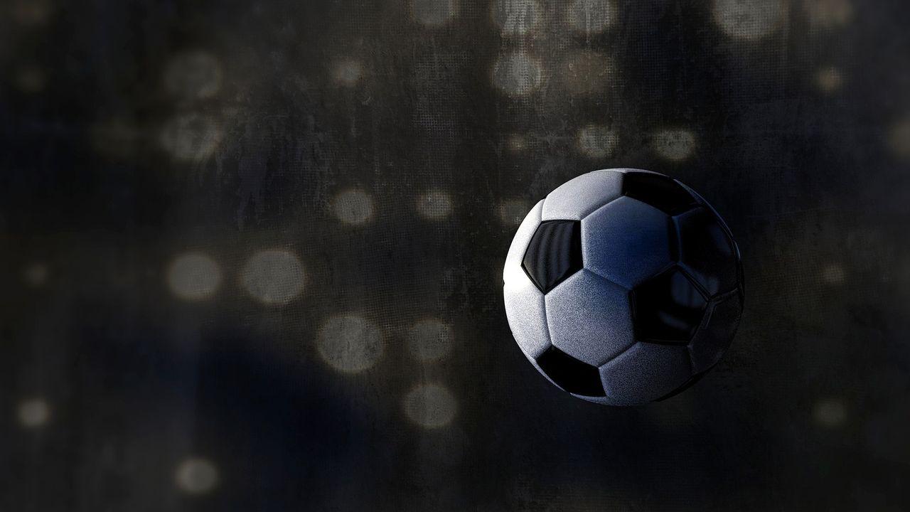 football-2833550_1920.jpg
