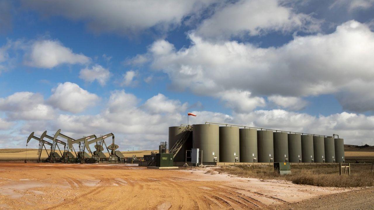 Un champ de production de pétrole dans le Dakota du Nord.