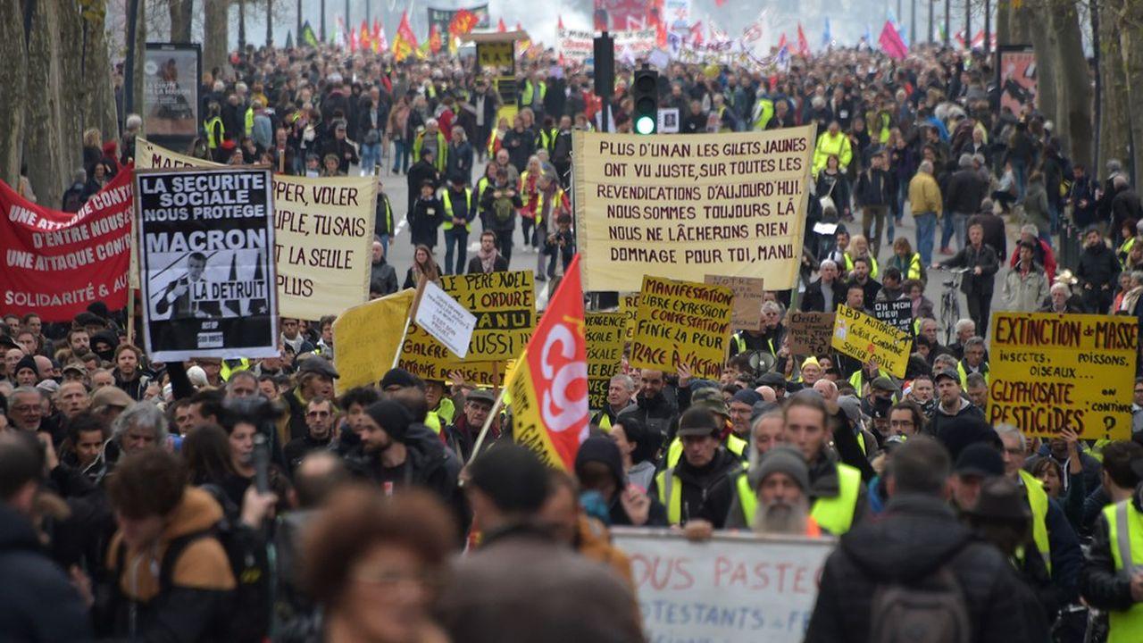 Des manifestants contre la réforme des retraites, à Toulouse (Haute-Garonne) le 17décembre.