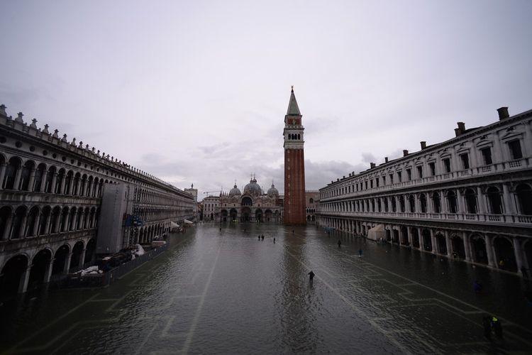 La Place Saint-Marc victime d'une marée haute historique.
