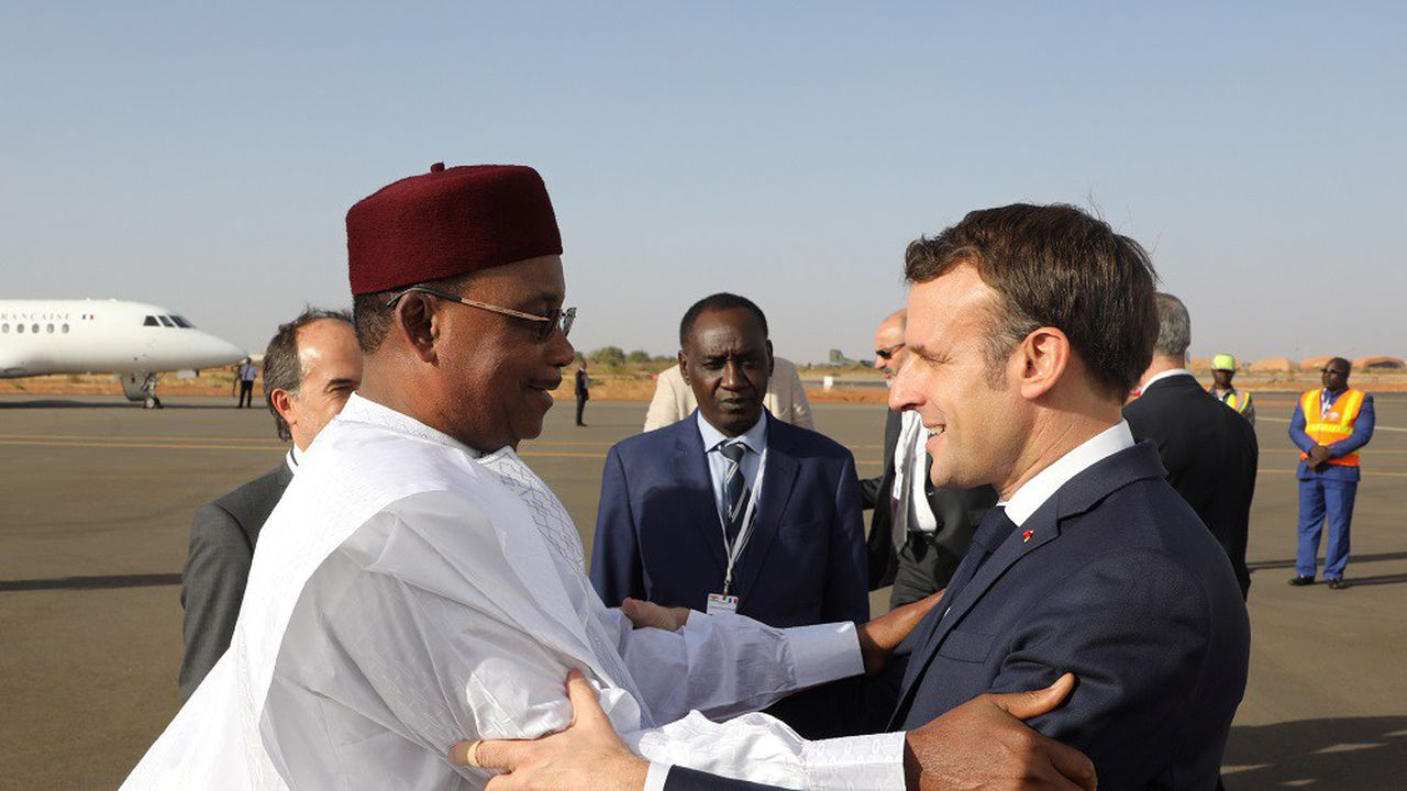 Le président nigérien Mahamadou Issoufou a accueilli Emmanuel Macron ce dimanche.