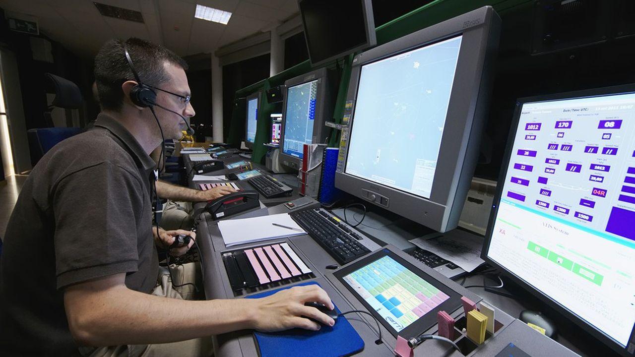Les contrôleurs aériens doivent partir à la retraite avant 59 ans.