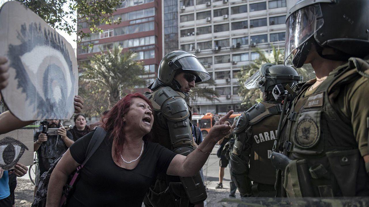 Selon l'INDH, les dérives observées s'expliquent en partie par «l'autonomie indue» dont jouirait la police chilienne.