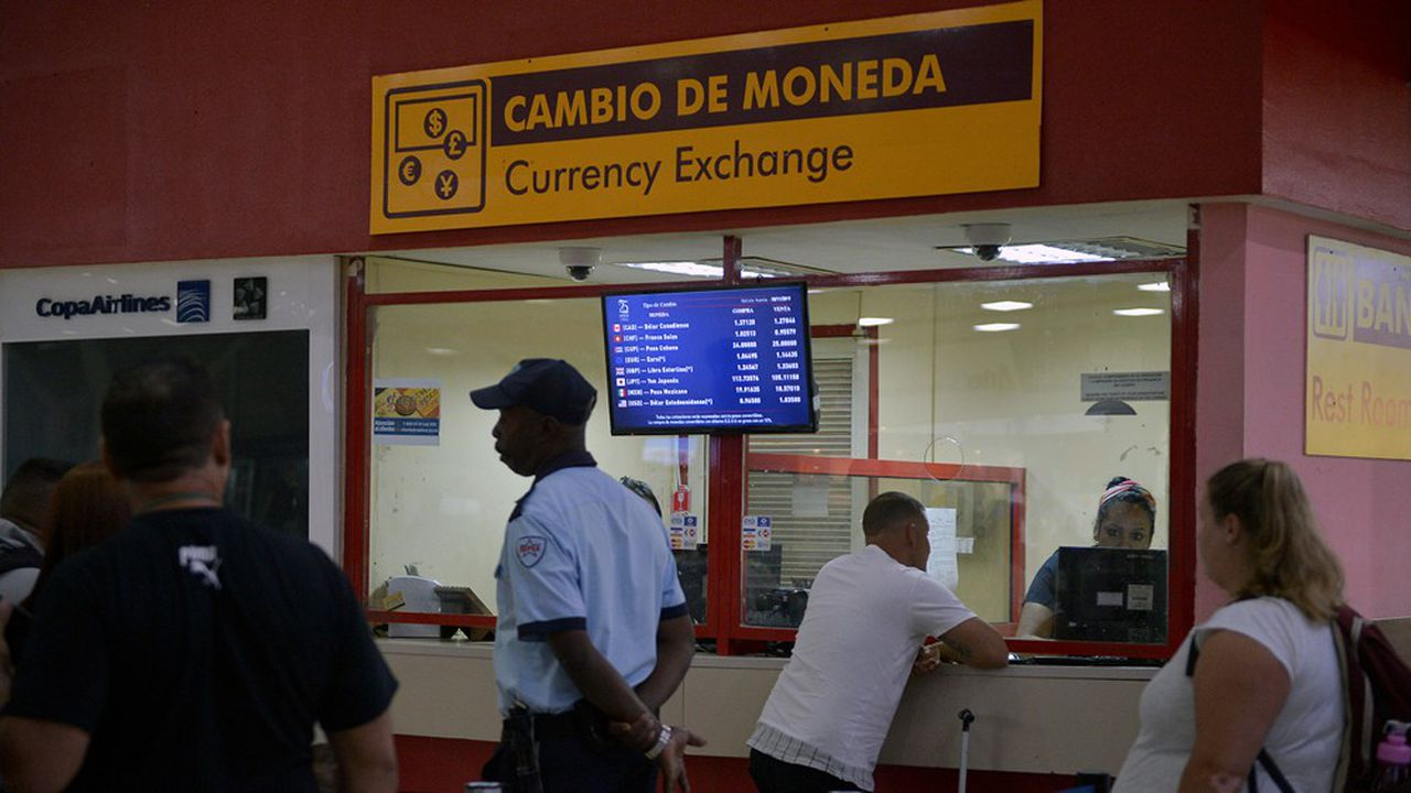 Les bureaux de changes de l'aéroport de LaHavane ne sont plus censés fournir des CUC, pesos convertibles en devises.