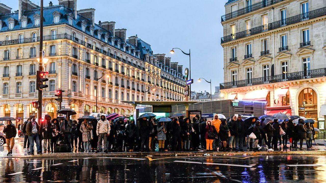 Les cinq lignes du métro parisien restent complètement fermées ce jeudi.