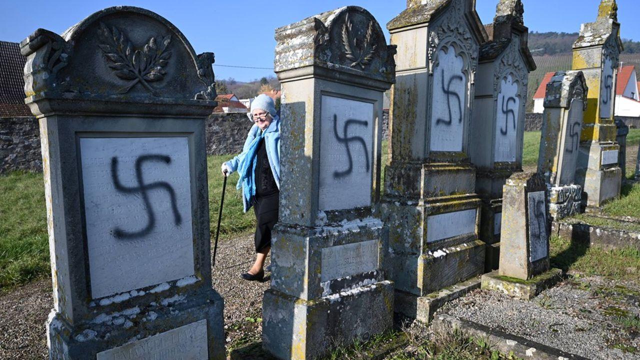 A Westhoffen, dans le Bas-Rhin, plus d'une centaine de tombes ont été maculées de croix gammées le 14 décembre dernier.