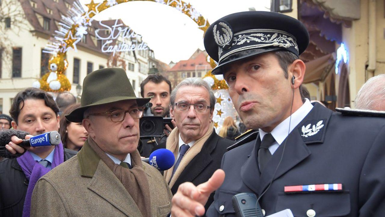 Jean-François Illy, le 26 novembre 2016, s'entretenant avec le ministre de l'Intérieur de l'époque, Bernard Cazeneuve.