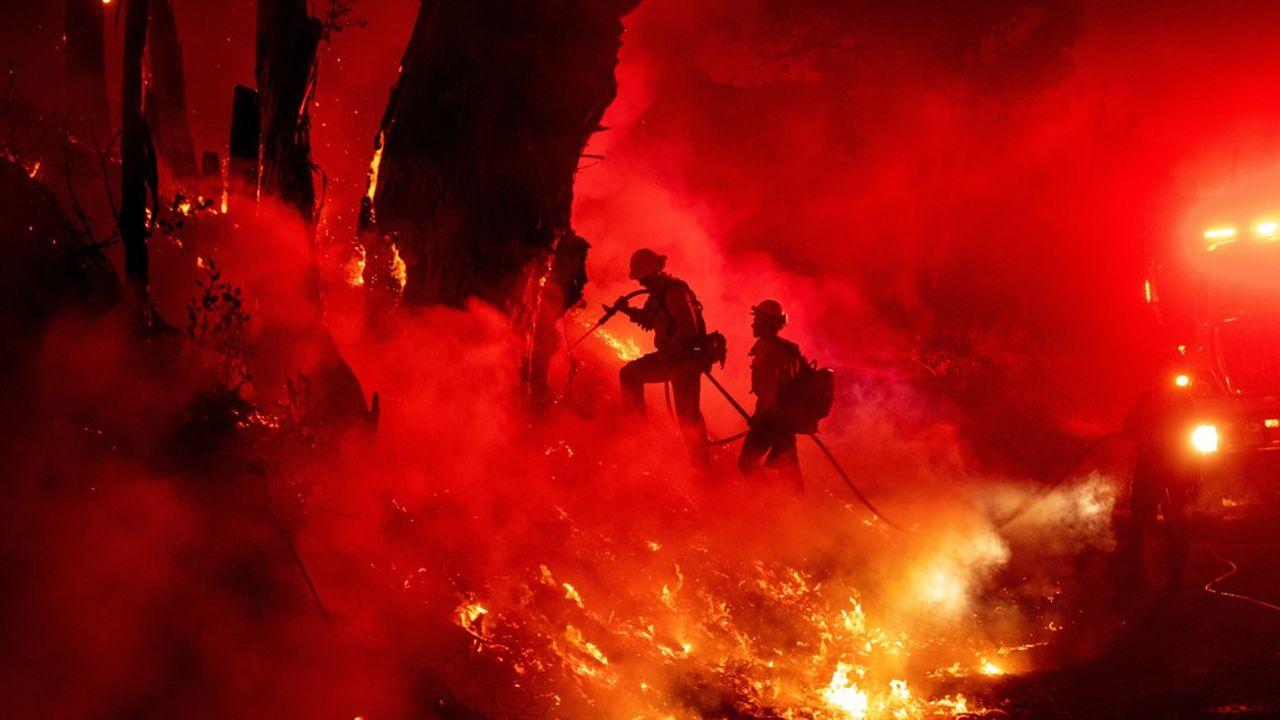 Les pertes et dommages dus aux incendies qui ont ravagé le massif forestier californien cet automnesont estimés à 25milliards de dollars par l'ONG Christian Aid.