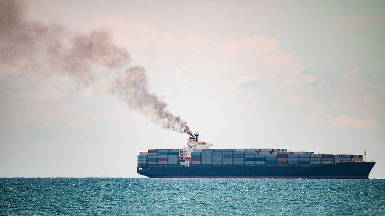 Le taux de soufre des bateaux, responsables d'une partie des pluies acides et émissions de particules fines autour du globe, est divisé par sept sans période de transition.