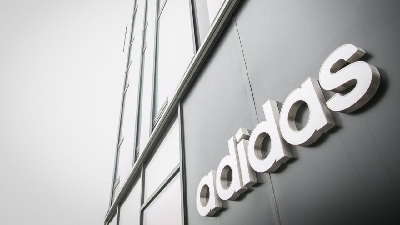 Adidas se prépare à un retour surprise dans le ski alpin après les déboires connus suite au rachat en 1997 du groupe savoyard Salomon pour 8milliards de francs à l'époque, soit 1,2milliard d'euros, à sa famille fondatrice