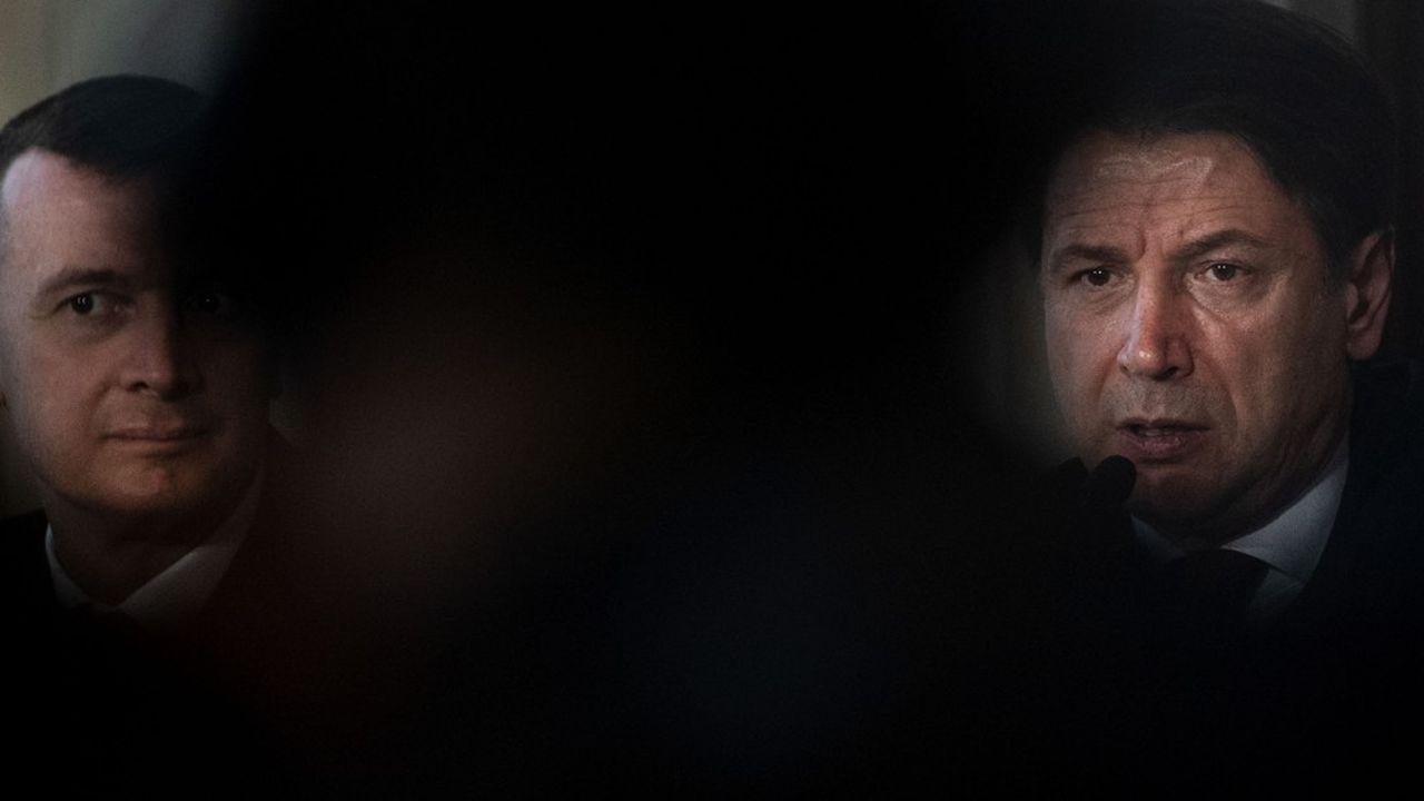 Loué pour la manière dont il avait géré le cas Salvini, son ex-partenaire de la Ligua, Giuseppe Conte se trouve fragilisé aujourd'hui par des arbitrages budgétaires difficiles.