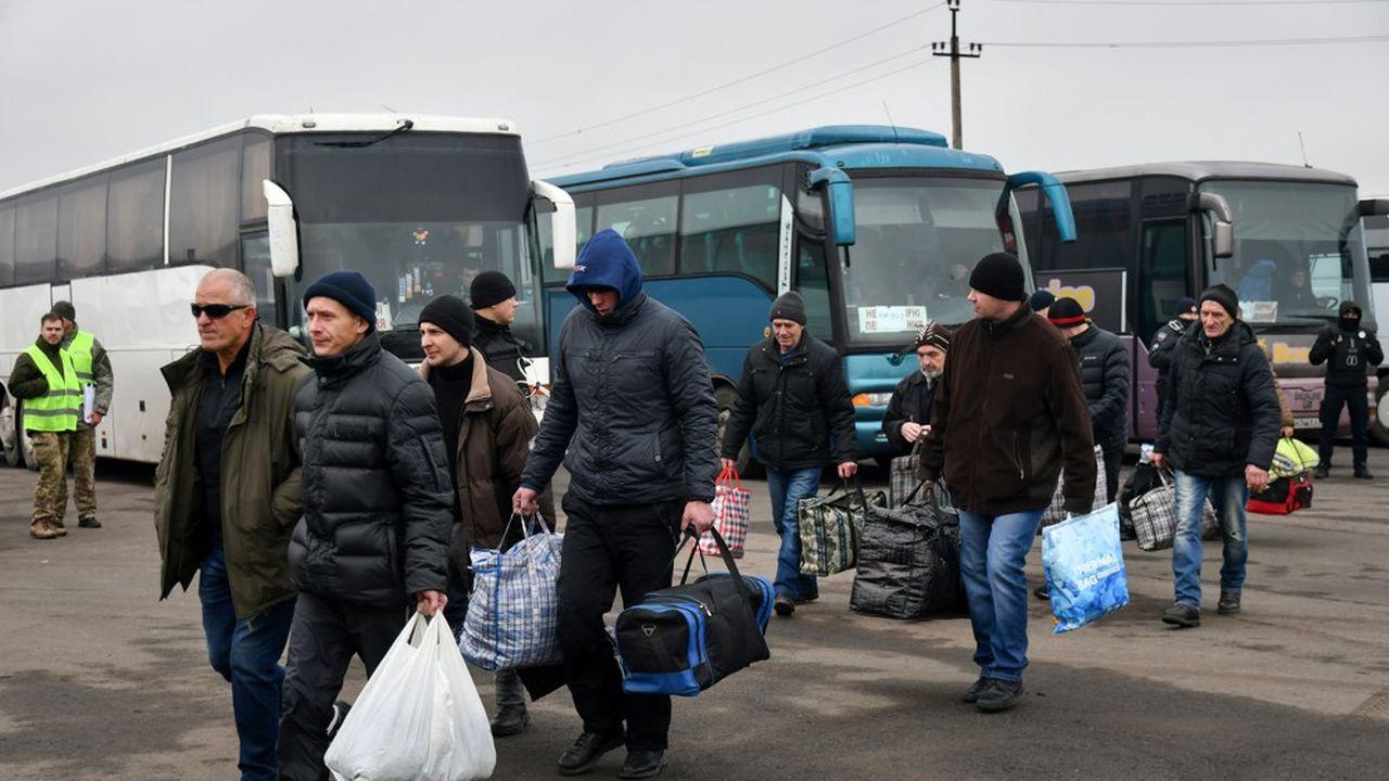Selon les autorités de la république autoproclamée de Donetsk, l'échange devait porter sur 87 personnes réclamées par le camp pro russe alors que Kiev devait se voir transmettre 55 personnes.