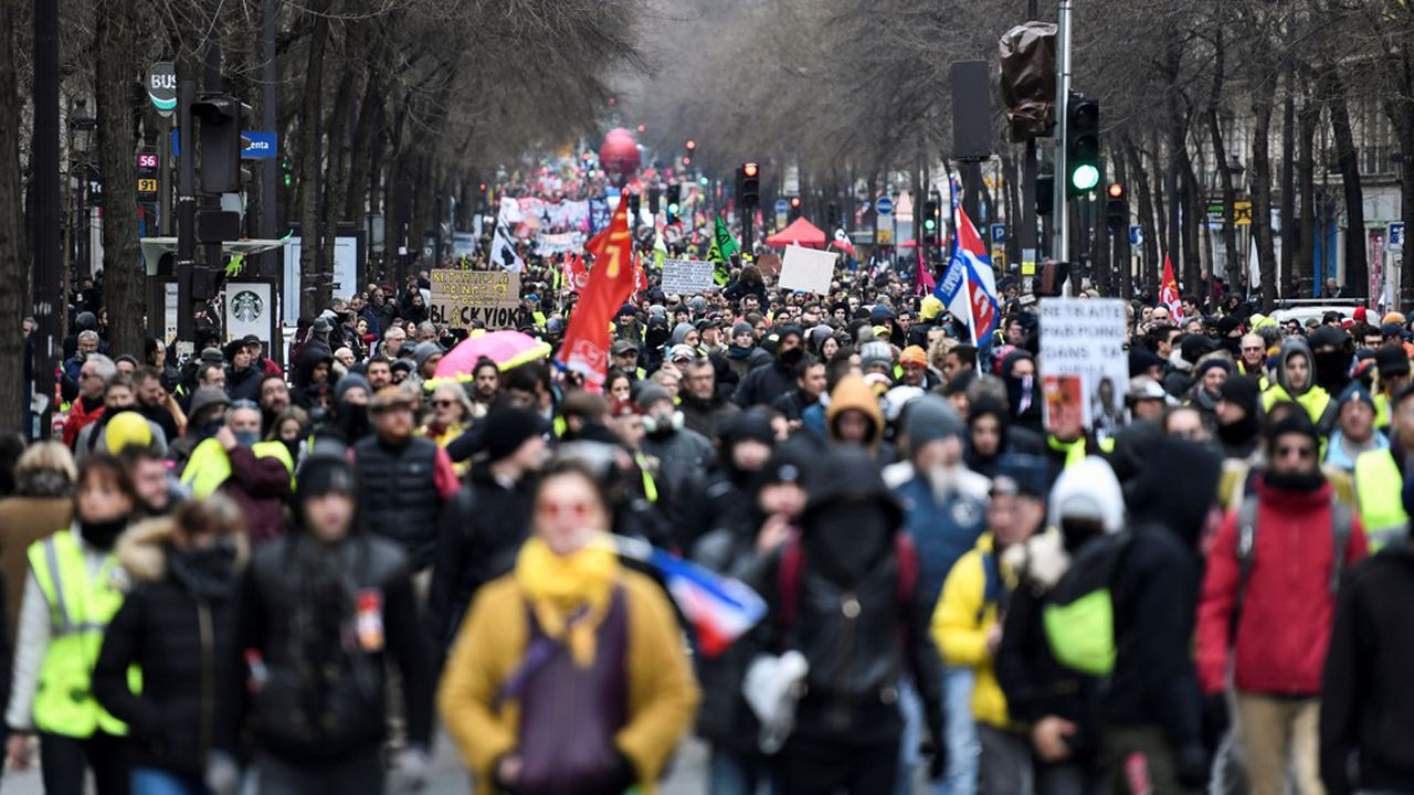 En attendant la prochaine journée d'action interprofessionnelle, plusieurs syndicats dont la CGT Cheminots avaient appelé à des manifestations locales, samedi 27décembre, auxquelles se sont joints des «gilets jaunes», et qui ont donné lieu à des cortèges peu fournis.