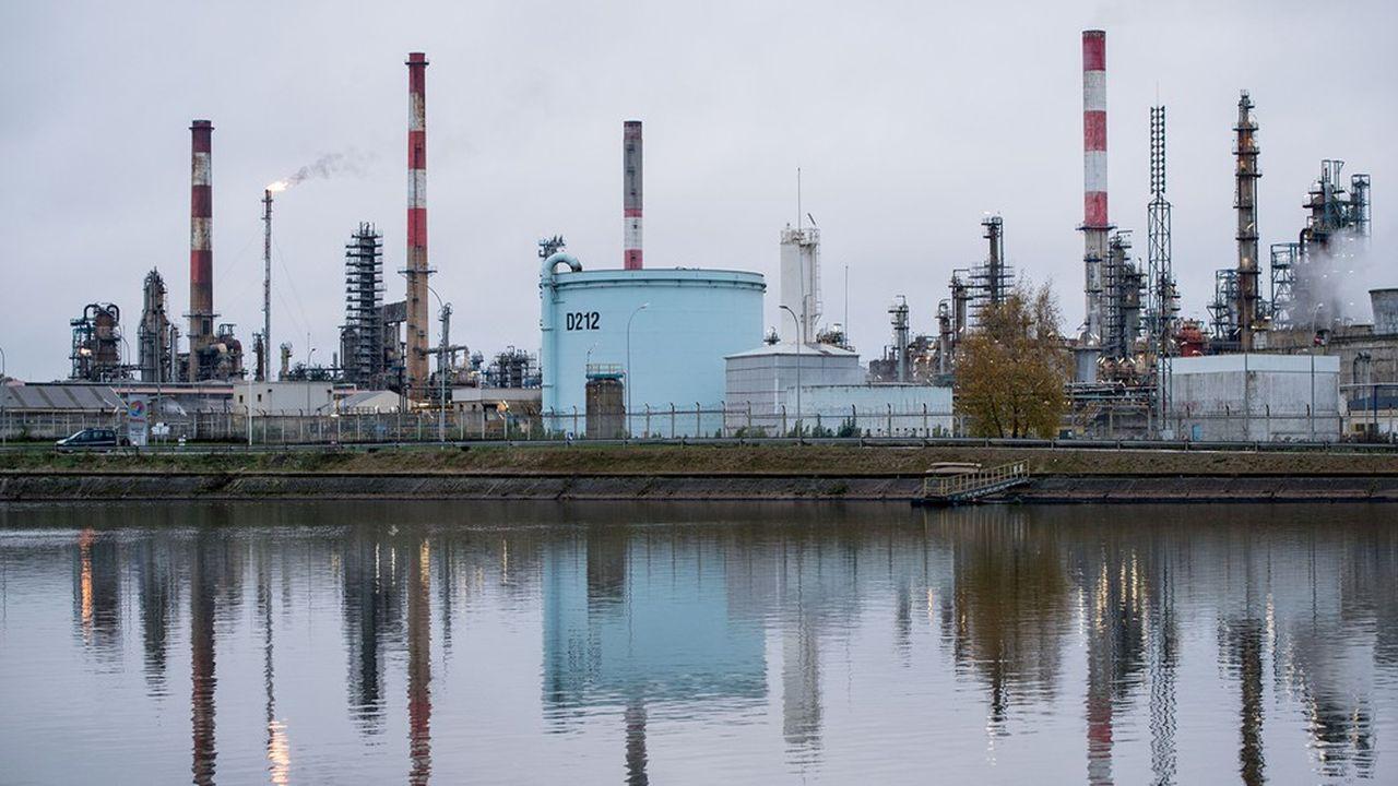 Le blocage des expéditions de carburants par camion depuis la raffinerie de Grandpuits est ininterrompu depuis le 5 décembre.
