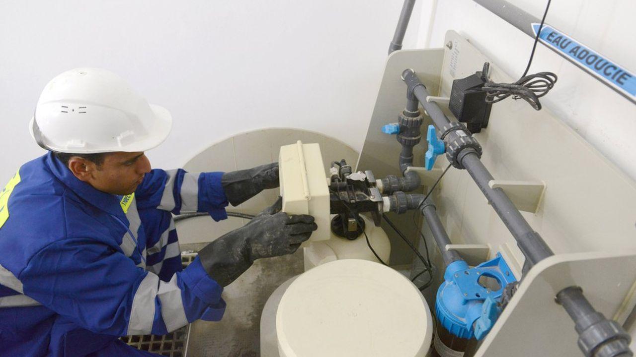 Le contrat signé par Suez ce lundi pour desservir en eau potable sept millions de Sénégalais constitue sa première délégation de service public au sud du Sahara. Il générait jusqu'à présent un chiffre d'affaires de 130millions d'euros par an pour la Sénégalaise des Eaux (SDE), qui assurait le service depuis 1996.