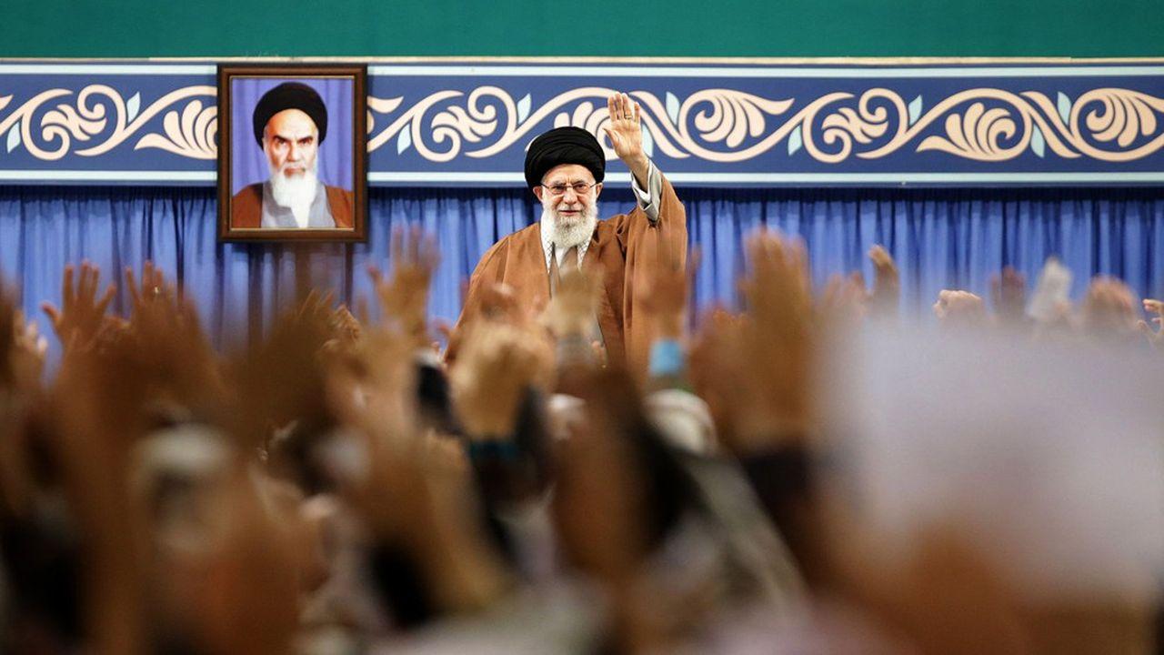 L'ayatollah Ali Khamenei, le numéro un du régime au nom de la prééminence du religieux sur le politique, entend continuer à réprimer durement toute contestation et à provoquer les Occidentaux dans le Golfe persique.