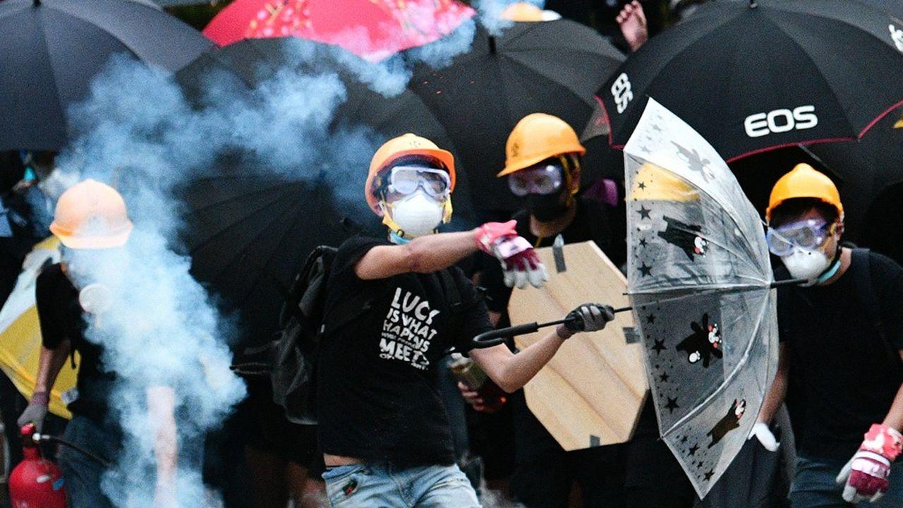 Hong Kong: affrontements lors de la 1re manifestation de 2020