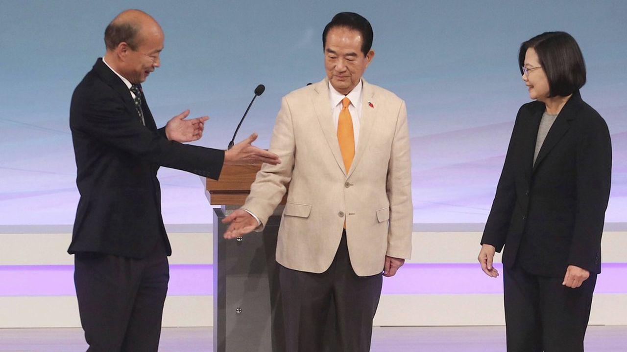 Les trois rivaux à l'élection présidentielle de Taïwan le 11 janvier. De gauche à droite, le candidat du Kuomintang (pro-Pékin) et maire de Kaoshiung, le président du parti Le Peuple d'abord et enfin Tsai Ing-wen, la présidente pro-indépendance qui brigue un deuxième mandat.