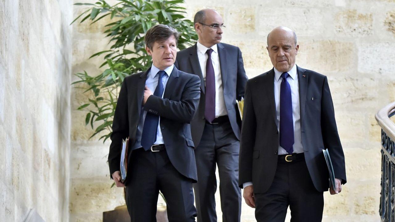 Nicolas Florian (à gauche) a été élu maire de Bordeaux en mars, mettant fin au règne d'Alain Juppé, parti rejoindre le Conseil constitutionnel.