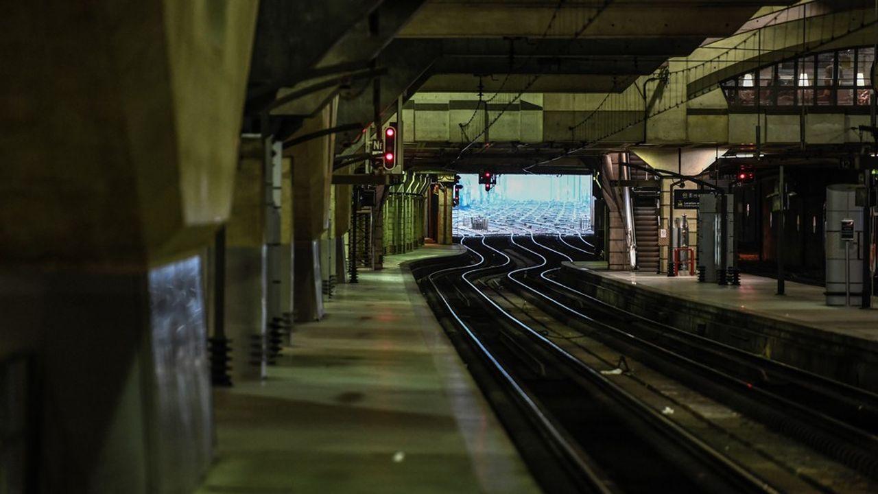 Un quai vide à la gare Montparnasse à Paris ce 2janvier, au vingt-neuvième jour de la grève à la SNCF.
