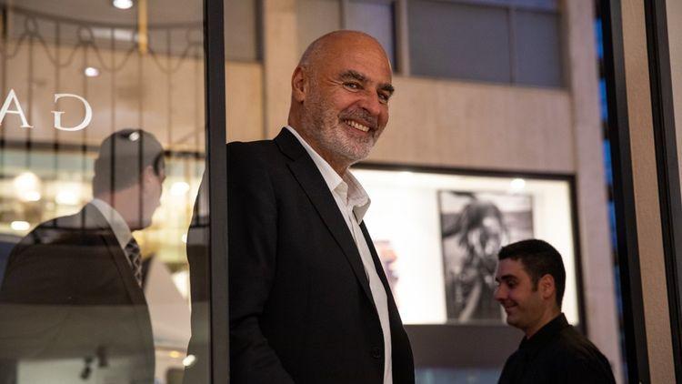 Gilles Dyan dans l'une de ses Opera Gallery à Monaco