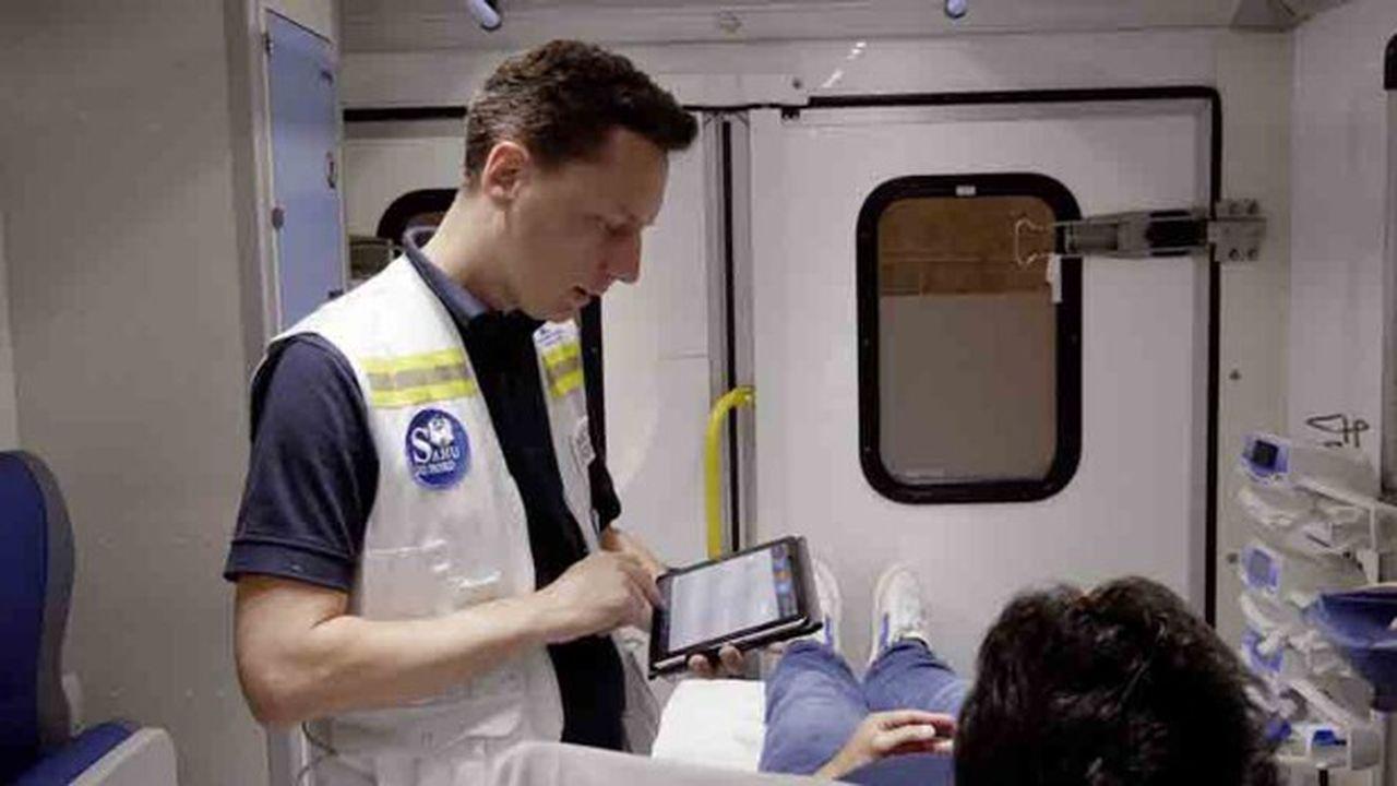 Les urgentistes partent en intervention avec une tablette qui contient déjà toutes les informations sur le patient à secourir.