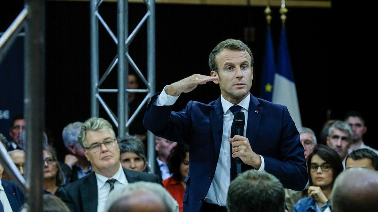 Emmanuel Macron, à Rodez (Aveyron), le 3 octobre, participe à un débat sur les retraites.