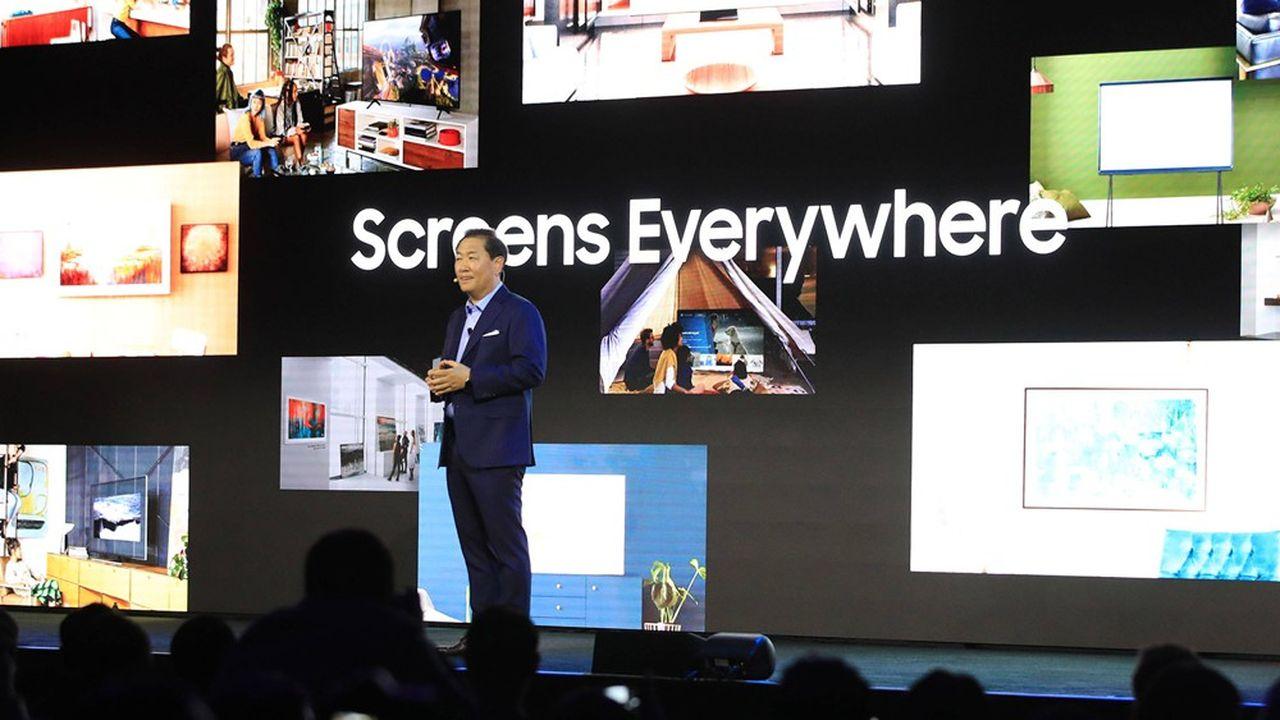 Han Jong-hee, président de Samsung Electronics Visual Display Business, au CES de Las Vegas où il a présenté sa vision de la télévision du futur: «Screens Everywhere» («Des écrans de partout»).
