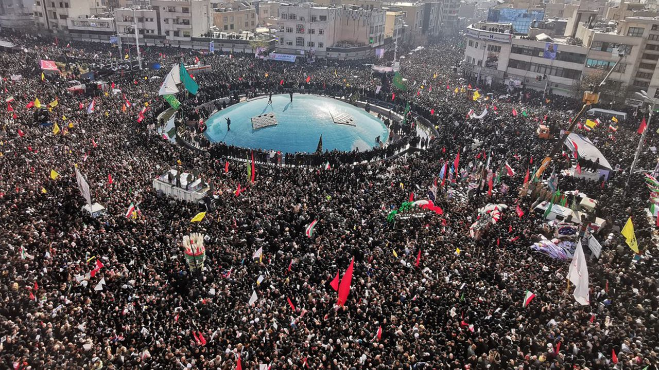 Une foule immense a assisté aux funérailles de Qasem Soleimani, à Téhéran lundi.
