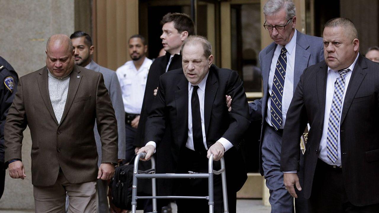 Harvey Weinstein, en déambulateur, quitte le tribunal de New York, le 6janvier 2019.
