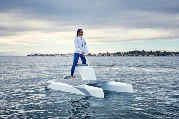 L'Overboat est un scooter des mers électrique sur foils.