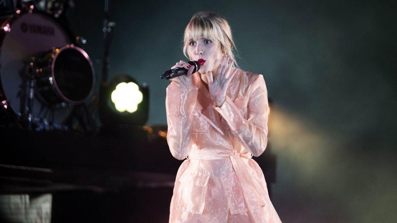 La chanteuse de «Tout oublier «ou «Balance ton quoi» enregistrent 730.000 ventes de son album «Brol».